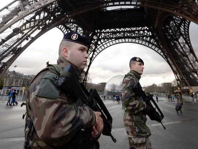 Soldiers guarding the Eifel Tower from Muslim terrorists