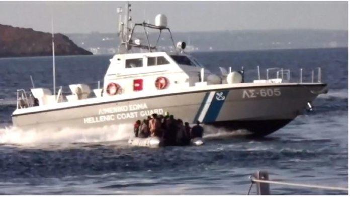 Greek coastguard shoots migrants